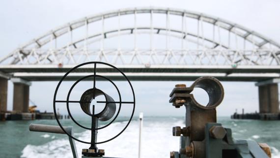 «Коммерсантъ»: Россия решила вернуть Украине задержанные в Керченском проливе корабли