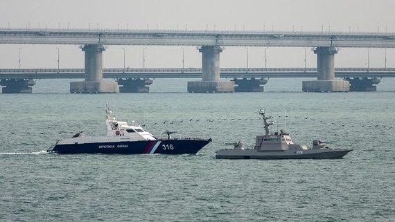 Началась передача задержанных в Керченском проливе украинских кораблей