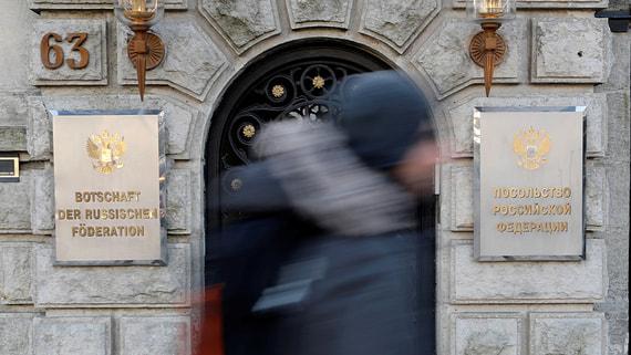Германия вышлет российских дипломатов перед встречей Путина и Меркель