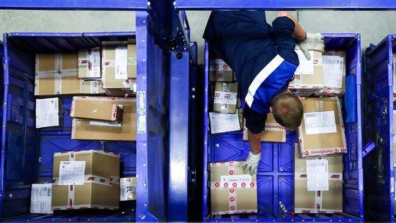 Правительство обсуждает снижение порога беспошлинных посылок