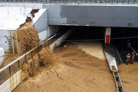 Тушинский тоннель в Москве затопило из-за провала грунта