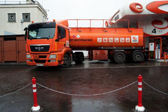 В России начал дешеветь бензин