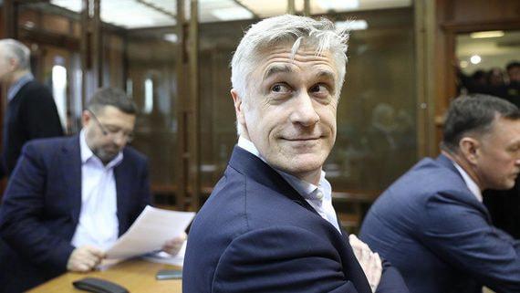 Мосгорсуд отменил арест акций банка «Восточный» по делу Baring Vostok