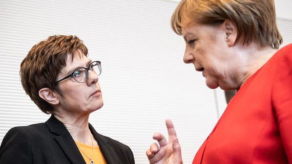 Лидер правящей партии Германии уйдет в отставку