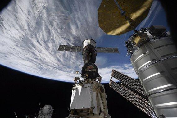 Контракт на доставку американцев на МКС может быть подписан в апреле