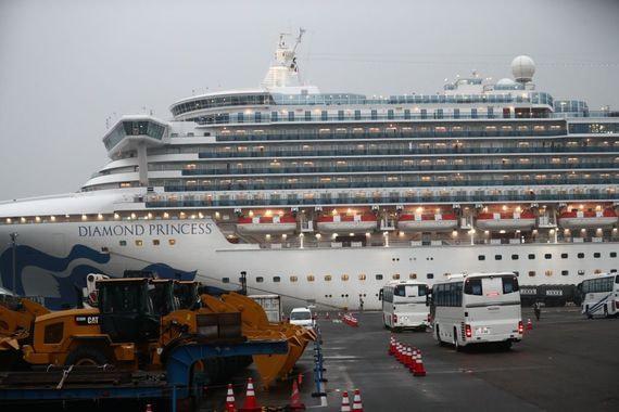 Эвакуированные с круизного судна американцы пройдут карантин на родине