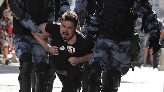 Сенатор заявил об уголовных делах за превышение полномочий на митингах в Москве