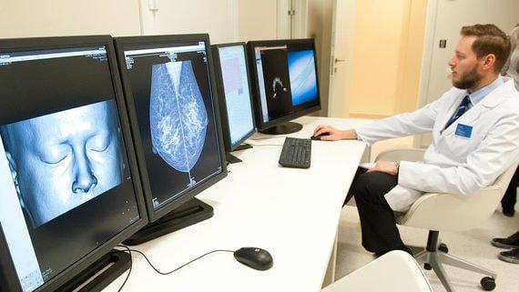 Врачам могут разрешить ставить диагнозы и лечить дистанционно