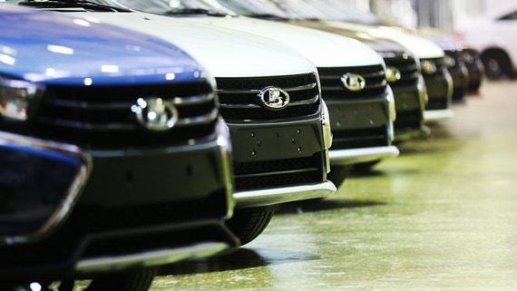 Продажи Lada за февраль упали в три раза сильнее рынка