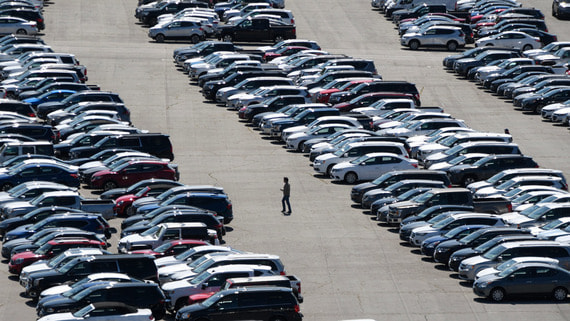 Американские автопроизводители снижают зарплаты и сокращают программы
