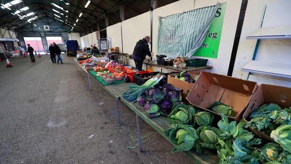 В Европе и США некому собирать урожай