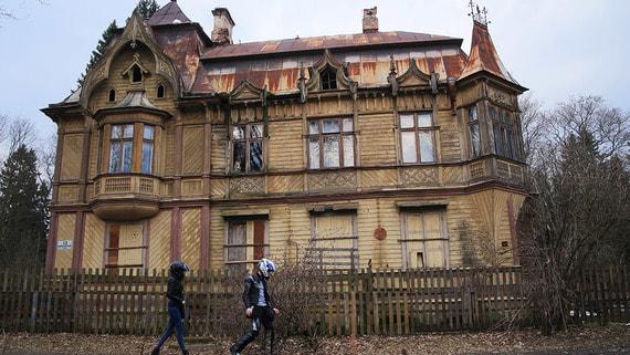 «Ростех» продаст исторические дачи в Шуваловском парке