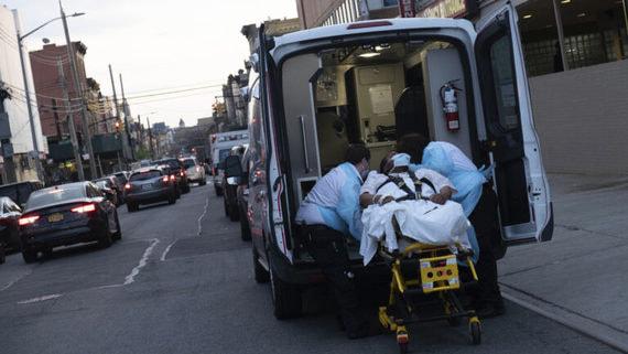 В США от COVID-19 умерли за сутки 1736 человек