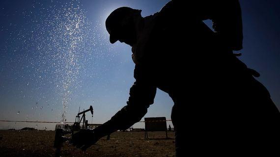 Россия и ОПЕК согласовали новую сделку о сокращении добычи нефти