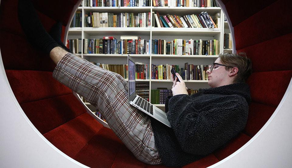 Девушка модель работы библиотеки заработать моделью онлайн в чита