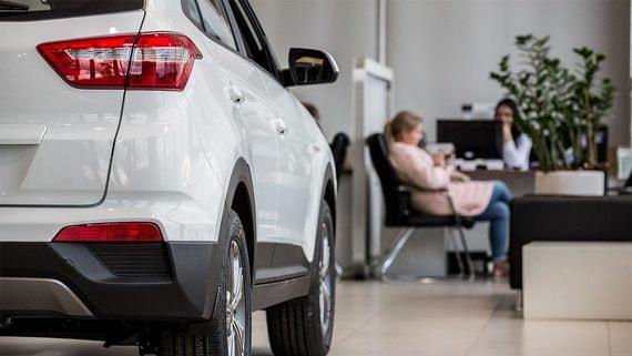 Продажи новых автомобилей могут упасть вдвое из-за коронавируса
