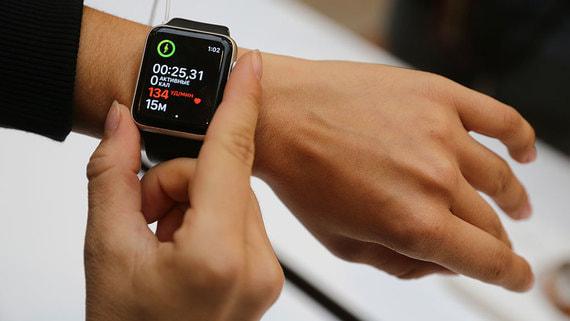 В начале года в России выросли продажи умных часов и фитнес-трекеров