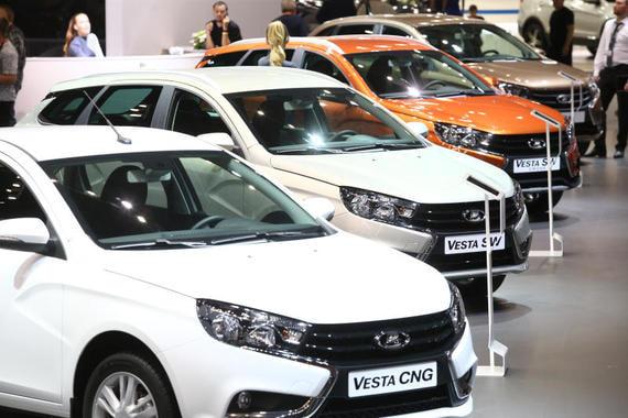 Продажи «АвтоВАЗа» упали в апреле в три раза