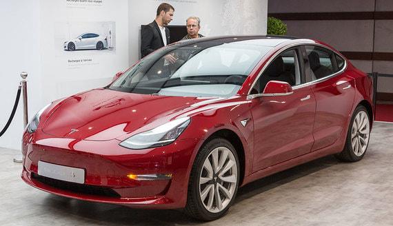Reuters: Tesla представит более дешевый и емкий аккумулятор для Model 3