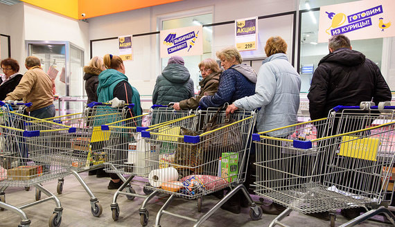 В Великом Новгороде возбудили дело из-за очередей за продуктовыми наборами