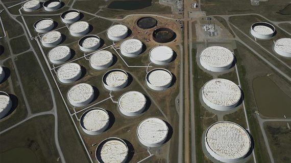 Нефтехранилища пока справились с нефтью