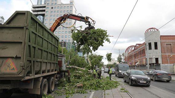 В Екатеринбурге жертвами урагана стали три человека