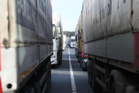 На погранпунктах в Приморье скопилось более 500 большегрузных автомобилей