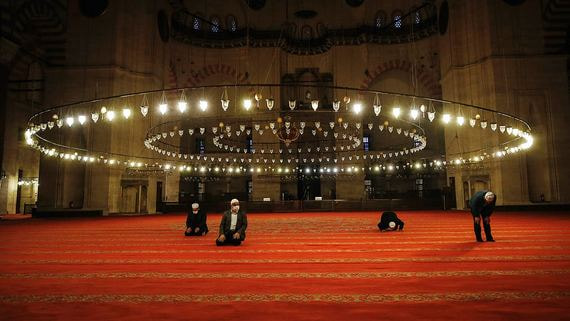 Пандемия в Стамбуле: закрытые мечети и бесплатный хлеб