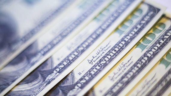 Банки перед кризисом запаслись наличной валютой