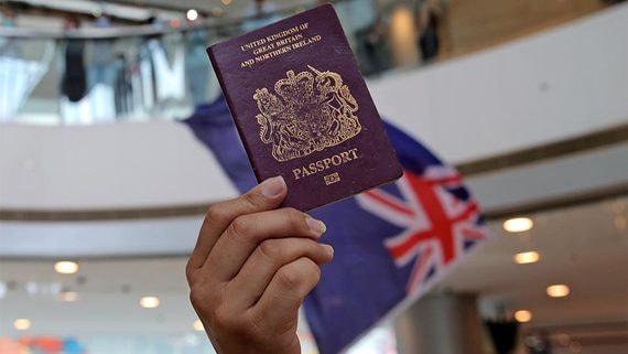 Британия грозится дать специальные паспорта миллионам гонконгцев