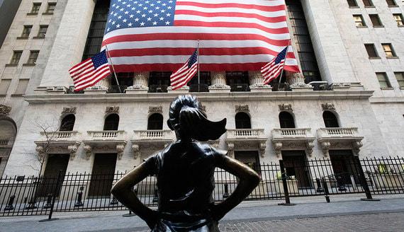 Почему фондовый рынок растет на фоне рецессии и беспорядков в США