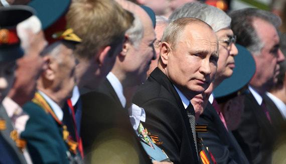 Путин принял парад Победы на Красной площади