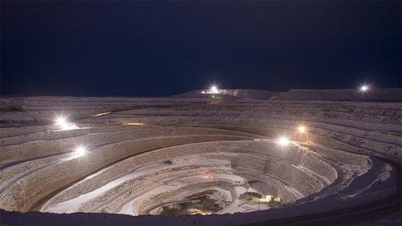 «Алроса» остановила работу крупного рудника в Якутии из коронавируса