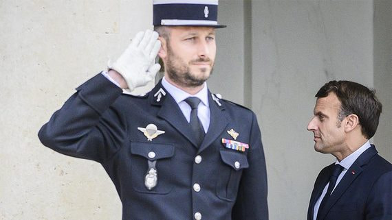 Во Франции премьер-министром стал стратег выхода из карантина