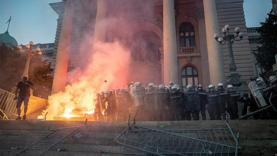 В Сербии продолжаются протесты против ужесточения борьбы с пандемией
