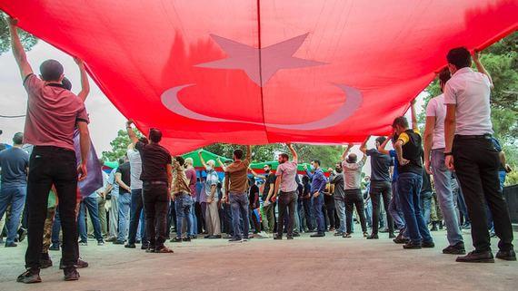В Баку прошли массовые демонстрации за войну с Арменией