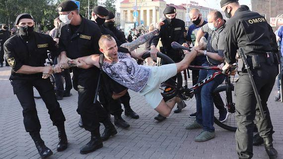 В Белоруссии возбудили уголовное дело из-за беспорядков во время протестов