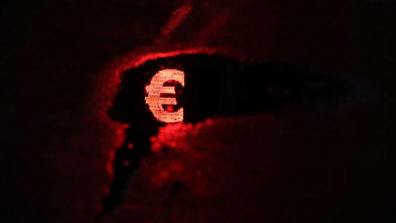 Курс евро превысил 85 рублей впервые с апреля