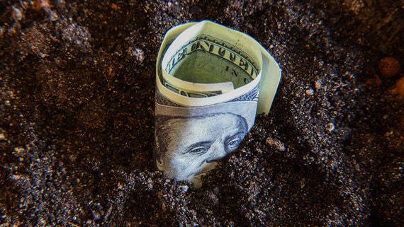 РБК сообщил об оттоке валютных вкладов из российских банков