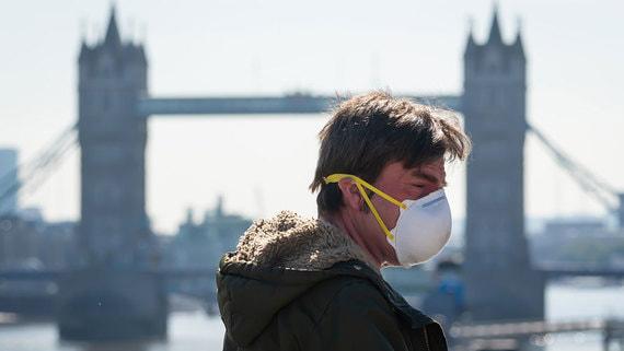 Великобритания приостановила снятие ограничений по коронавирусу