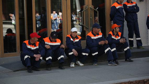 Медведев предложил изменить условия выдачи мигрантам разрешений на работу