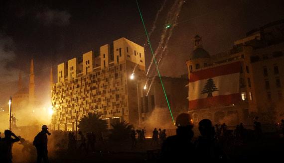 Протестующие в Бейруте захватили правительственные здания