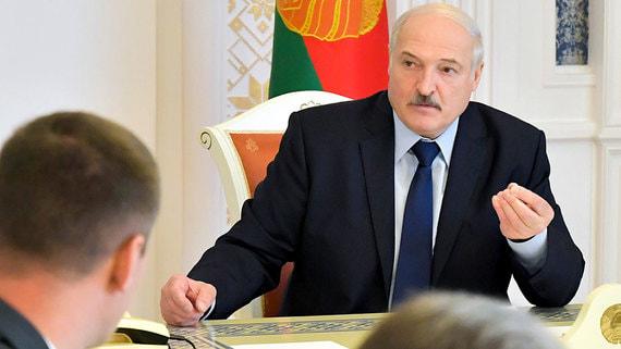 Лукашенко попросил не избивать лежащих протестующих