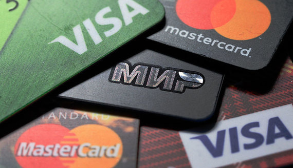 Банки заявили об угрозе кредиткам из-за штрафов за навязанные услуги