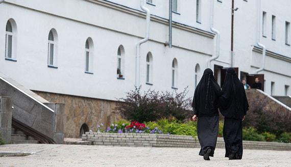 СК возбудил еще два дела из-за ситуации в монастыре на Урале