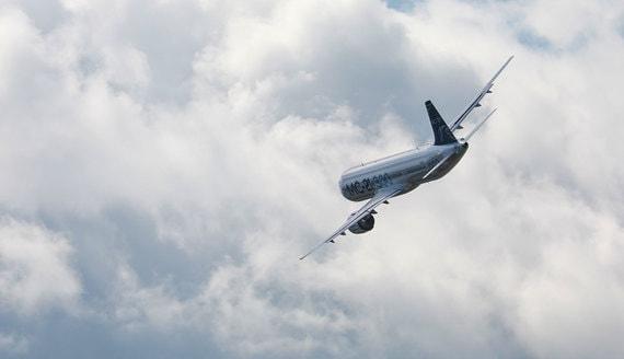 Самолет МС-21 совершил первый полет с российским двигателем