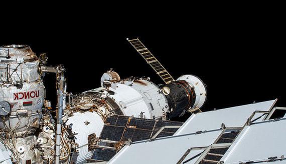 В «Роскосмосе» назвали срок устранения трещины в корпусе МКС