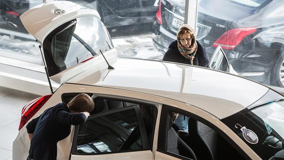 Продажи автомобилей в России продолжат падать в 2020 году