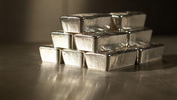 С покупкой серебра и акций добывающих его компаний следует быть осторожнее