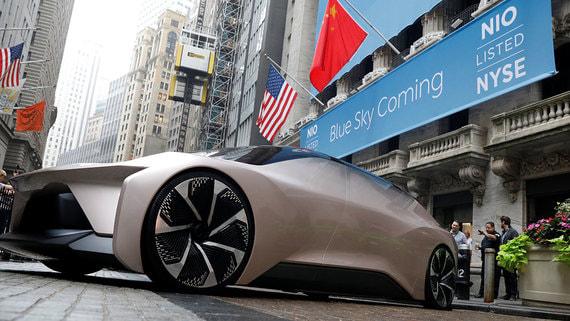 Китайские производители электромобилей привлекают инвестиции для конкуренции с Tesla